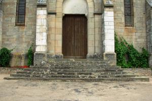 Escalier Eglise en pierres massives(La Roche-Vineuse)Avant Travaux